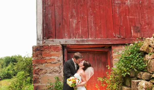 Idyllic rural Wisconsin wedding at the Creamery {Hanna & Wes}