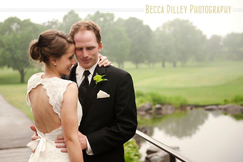 wedding photos in the rain mn photographer