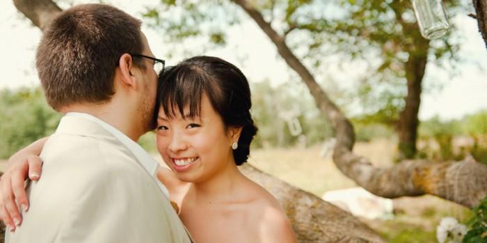 Minnesota farmhouse wedding rural details bride and groom oak tree
