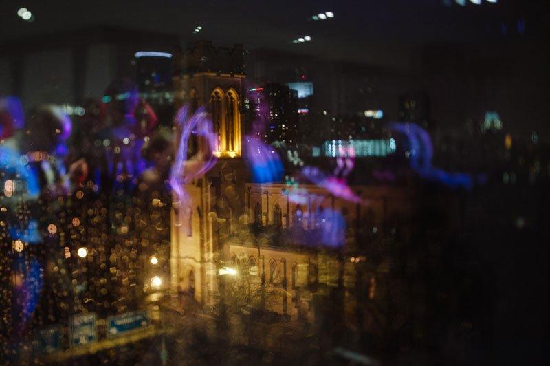 rainy day wedding at the Walker art center Minneapolis MN
