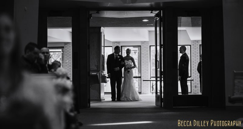 bride and father enter chruch