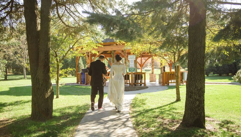 bride and groom walk to arneson acres for fall elopement