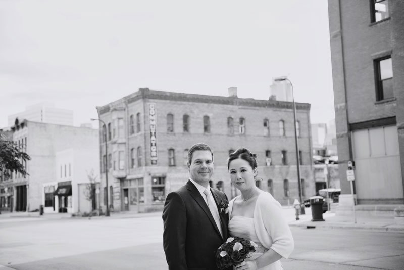 bride and groom in minneapolis warehouse district