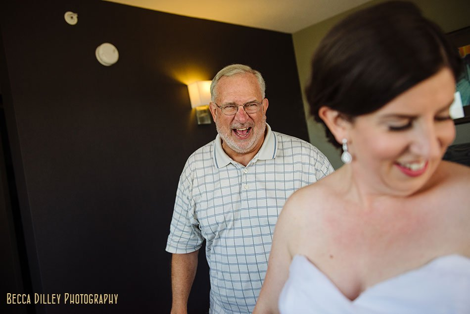 brides father sees her for first time
