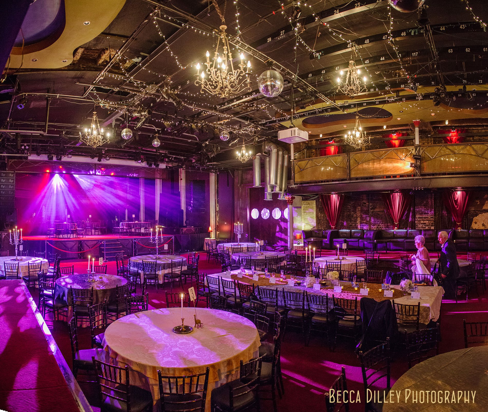 minneapolis-wedding-photographer-best-interior-for-varsity-theater-receptions
