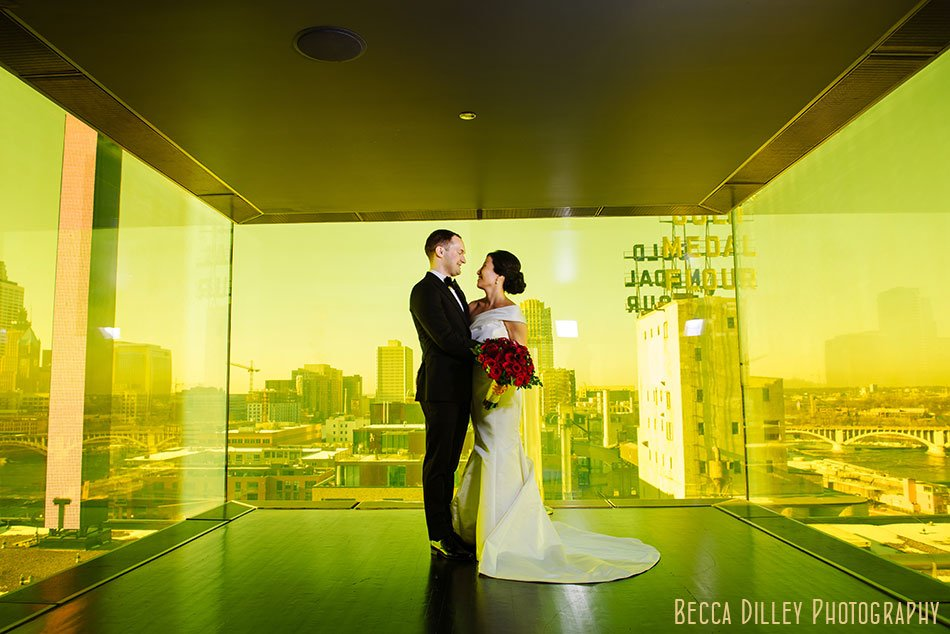 Guthrie-theater-minneapolis-wedding-photographer-018