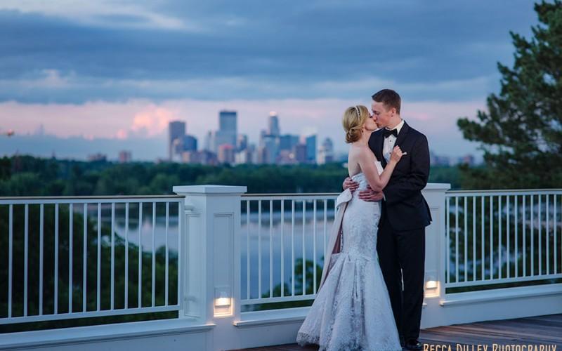 minikahda club wedding at night with minneapolis skyline