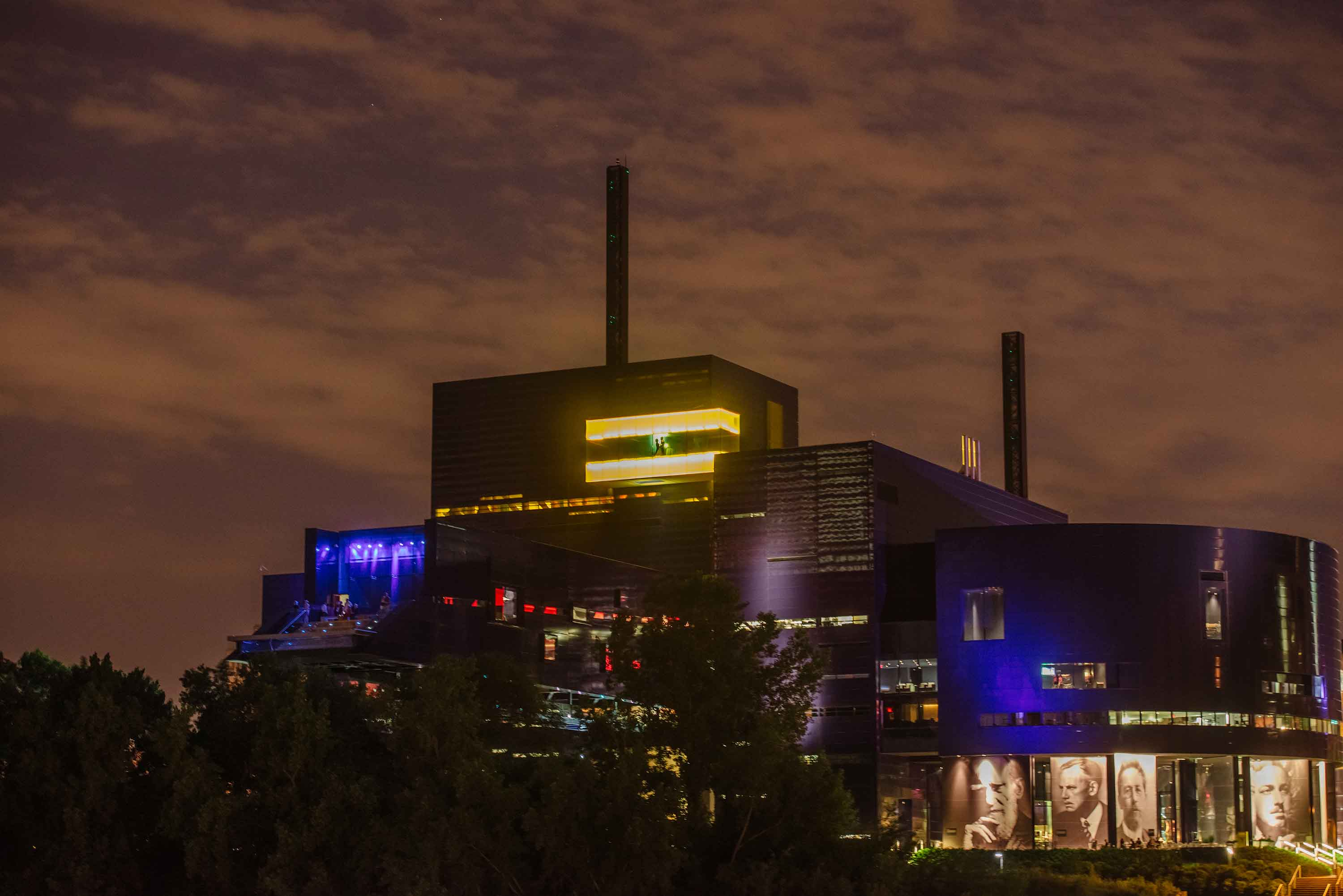 Favorite Minneapolis Wedding Photographer Images Guthrie Theater at night