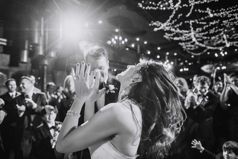 best-minneapolis-wedding-photographer-dancing