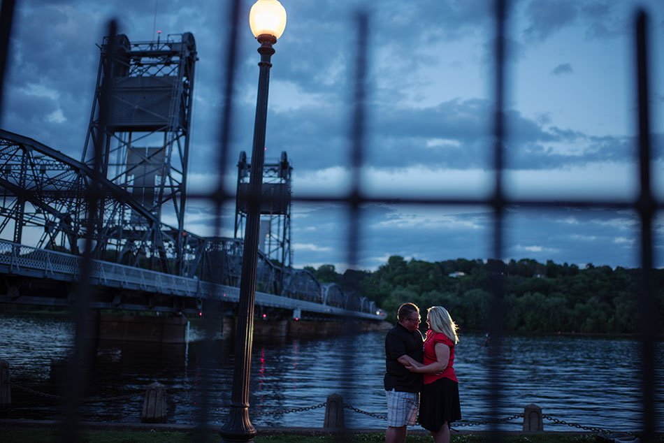 engagement photos in stillwater liftbridge