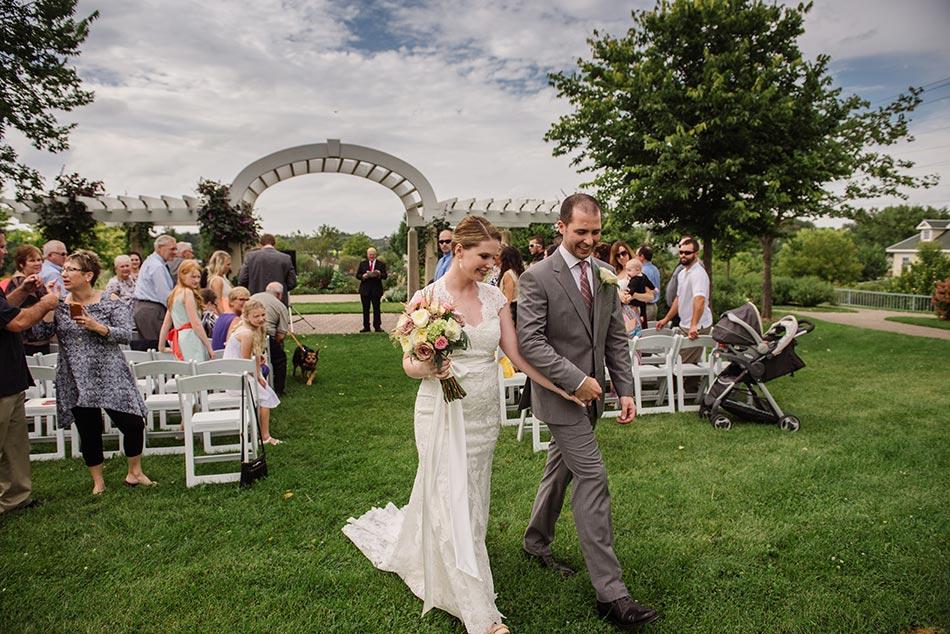 minnehaha garden wedding ceremony minneapolis photographer
