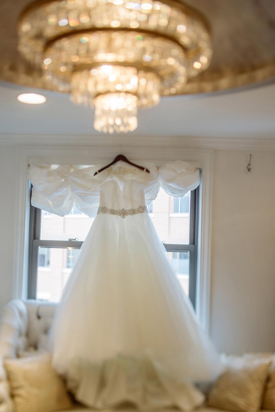 St Paul Hotel winter wedding mn brides room
