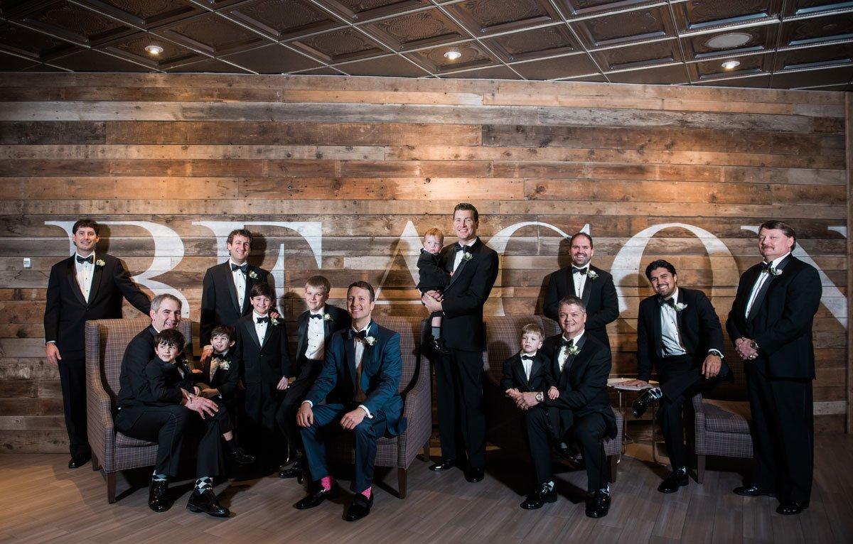 photo with lots of groomsmen minneapolis