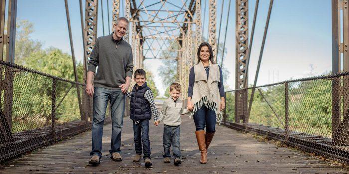 walking minneapolis modern family photos