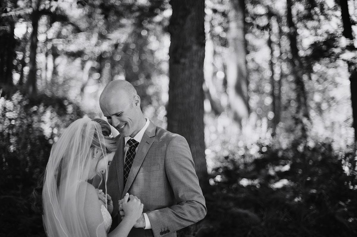 bride and groom Outdoor Minneapolis Wedding