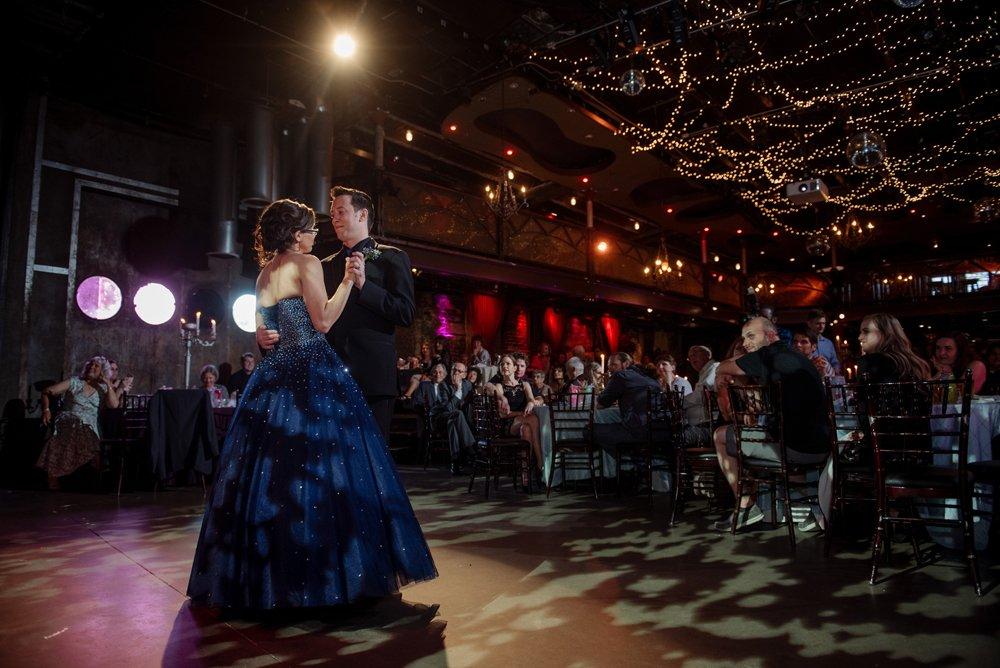 2017 favorite photos best Minneapolis photographer blue dress and varsity theater